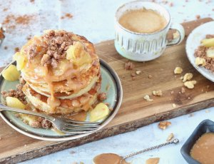 apple-crumble-pancakes-2-chickslovefood