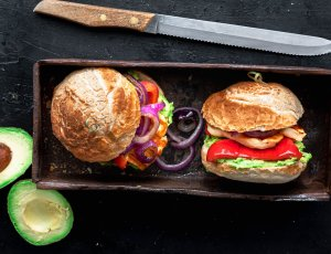 Halloumiburger met avocado
